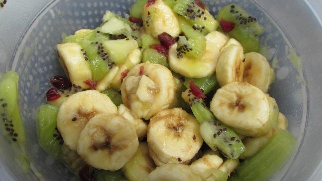 salade kiwi, banane, cramberries