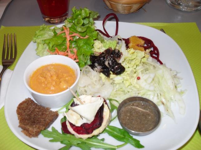 assiette confectionnée par Christelle lors d'un repas cru que j'ai organisé chez eux,