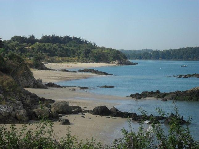 plage sauvage et crique d'une grande beauté
